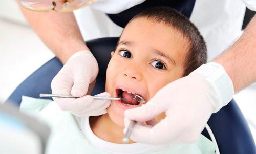 Безболезненное лечение зубов у детей в СПб