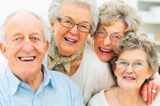В пожилом возрасте важно регулярно проводить лечение зубов