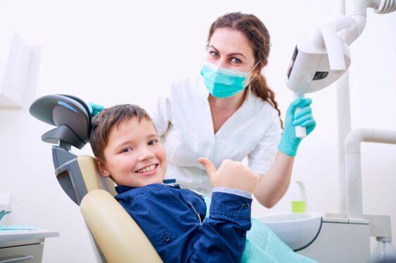 Детский стоматолог действует в рамках должностных инструкций и обязуется использовать лишь одобренные методы диагностики и лечения
